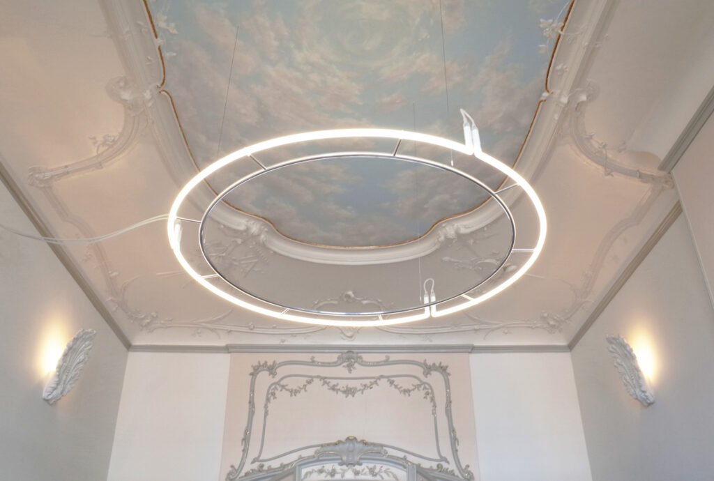 The Circle – Neon chandelier
